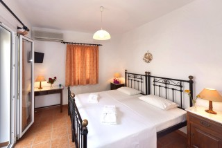 one-bedroom-apartment-syros-7