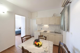 two-bedrooms-syros-02